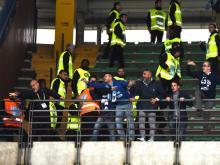Vicenza-Brescia, ultras sradicano cancello: travolti e feriti cinque agenti