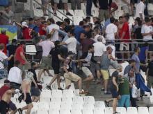 Lecce: assalto al bus dei tifosi baresi