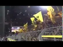 Giocatori e tifosi del Borussia Dortmund cantano