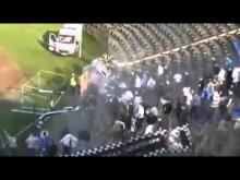 Si traveste da steward e brucia lo striscione avversario scatenando l'ira degli ultras